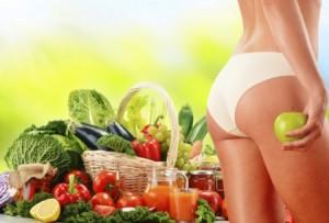 Много свежих овощей, фруктов и ягод